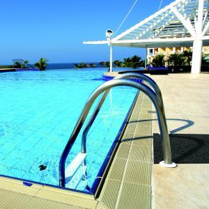 clean-loop-matting-unbacked-beside-pool