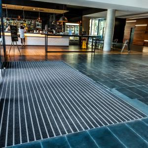 deluxe-scraper-aluminium-entrance-matting-in-building-entrance