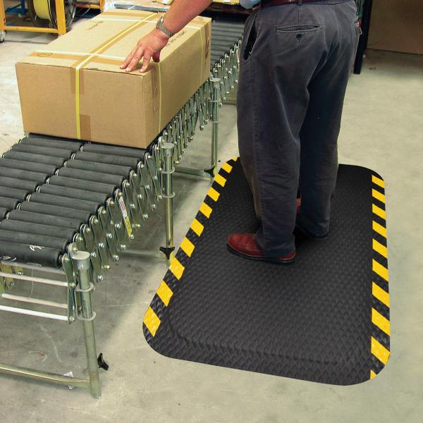 dura-step-yellow-safety-border-at-conveyor
