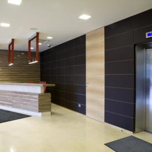 wondersorb-entrance-mat-in-building-lobby